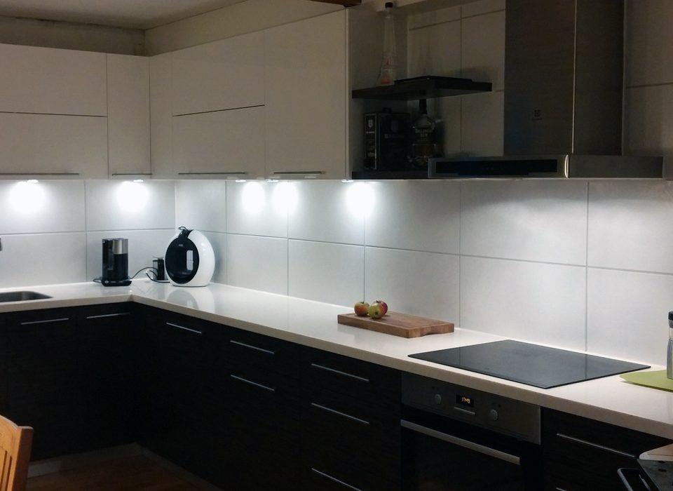 virtuves ar led apgaismojumu