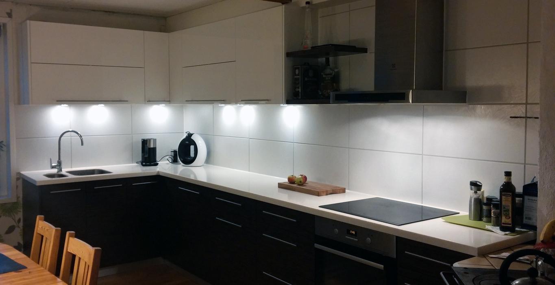 virtuve ar led apgaismojumu