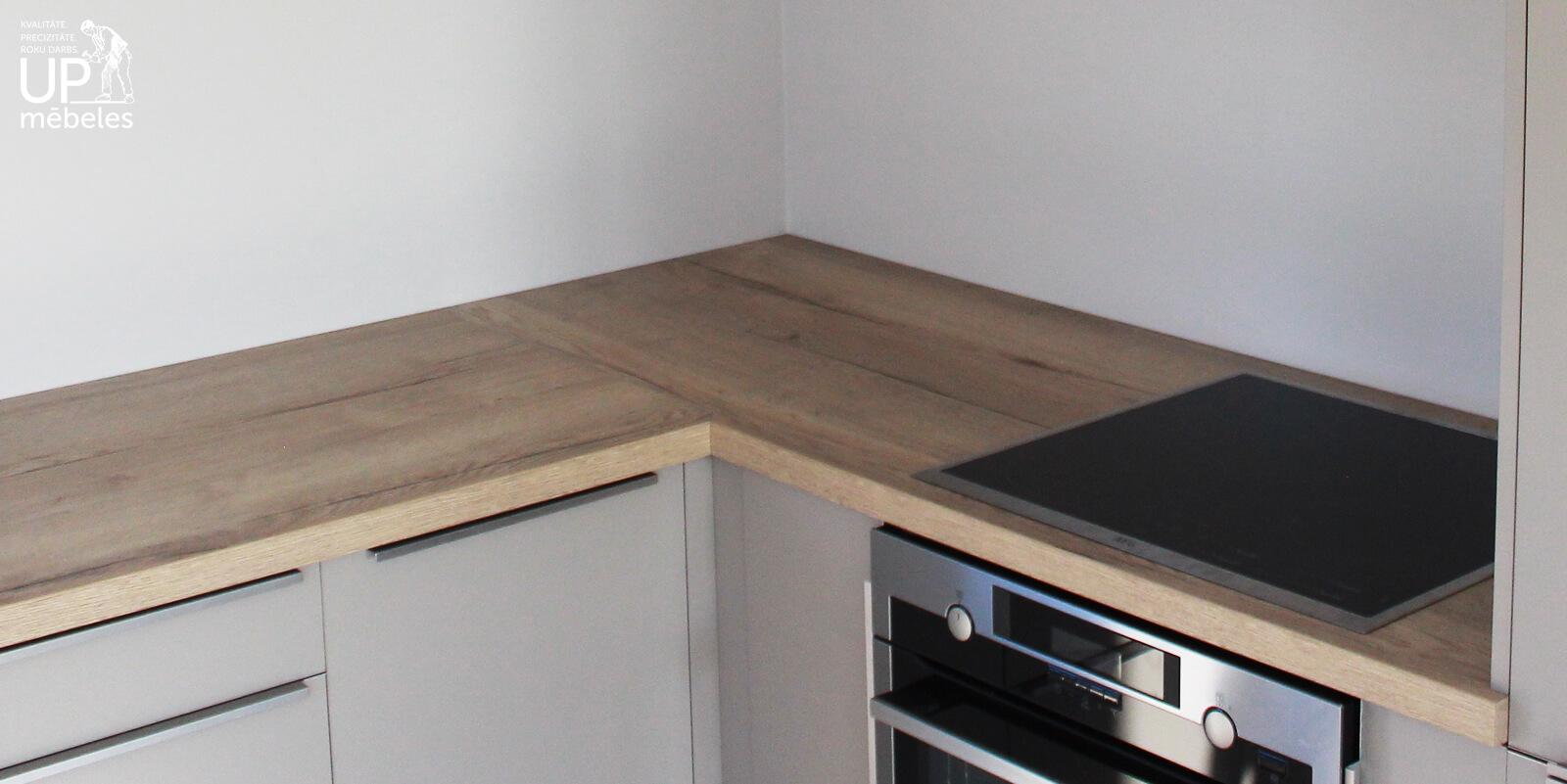lamināta galda virsmas salaiduma vieta