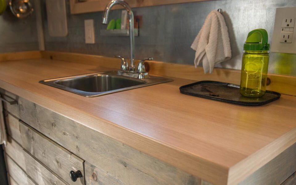virtuves interjers - dabiga koka virsma