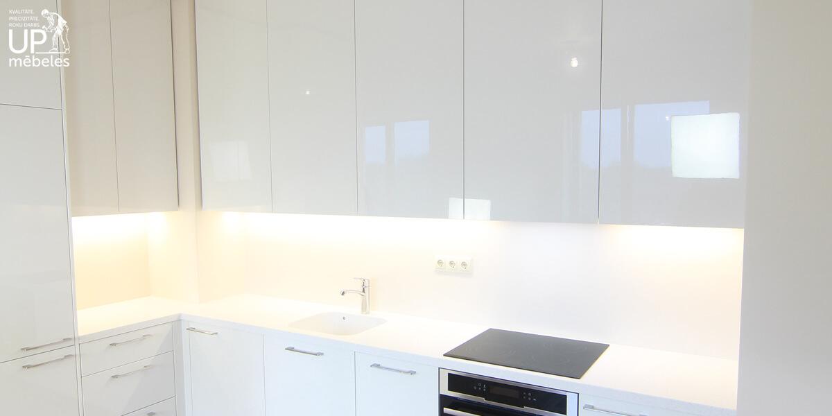 virtuves stikla paneli 4